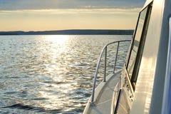 Η άποψη από τη βάρκα στο τοπίο ποταμών Στοκ φωτογραφία με δικαίωμα ελεύθερης χρήσης