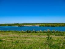 Η άποψη από τη λίμνη Zwenkauer βλέπει στο νότο της Λειψίας στοκ εικόνες