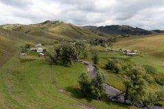 Η άποψη από το ύψος του εδάφους Generalka Altai ορεινών χωριών Δυτική Σιβηρία r στοκ φωτογραφίες