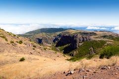 Η άποψη από το pico κάνει Arieiro στο πορτογαλικό νησί Madeir Στοκ Φωτογραφίες