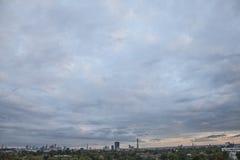 Η άποψη από το Primrose Hill, Λονδίνο  οι ουρανοί Στοκ φωτογραφίες με δικαίωμα ελεύθερης χρήσης
