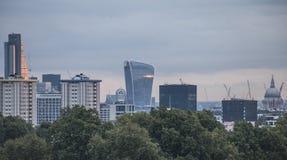 Η άποψη από το Primrose Hill, Λονδίνο  τα κτήρια Στοκ Εικόνες