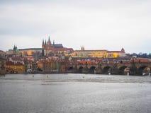 Η άποψη γεφυρών του Charles το χειμώνα Στοκ Εικόνα