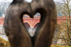 Η άποψη μέσω της καρδιάς στοκ εικόνες με δικαίωμα ελεύθερης χρήσης