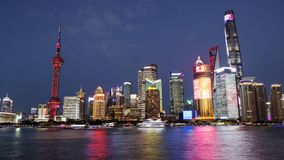 Η άποψη νύχτας φραγμάτων του ποταμού Huangpu στη Σαγκάη, Κίνα στοκ φωτογραφία με δικαίωμα ελεύθερης χρήσης
