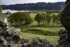 Η άποψη πτώσης φθινοπώρου στην Ευρώπη με το κάστρο καταστρέφει την εικόνα αποθεμάτων πλαισίων Στοκ Εικόνες