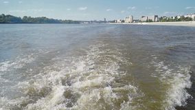 Η άποψη πόλεων από τη βάρκα φιλμ μικρού μήκους