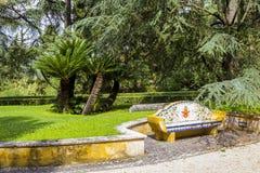 Η άποψη σε Βατικανό καλλιεργεί με τους όμορφα πράσινα χορτοτάπητες και τα δέντρα και τον πάγκο μωσαϊκών, Ρώμη, Ιταλία Στοκ φωτογραφία με δικαίωμα ελεύθερης χρήσης