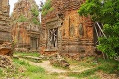 Η άποψη στις καταστροφές του ναού Lolei σε Siem συγκεντρώνει, Καμπότζη Στοκ εικόνες με δικαίωμα ελεύθερης χρήσης