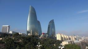 Η άποψη σχετικά με τους πύργους φλογών, ηλιόλουστη ημέρα Δεκεμβρίου Μπακού, Αζερμπαϊτζάν φιλμ μικρού μήκους