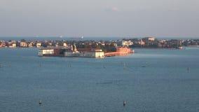 Η άποψη σχετικά με το νησί Sacca Sessola Isola delle αυξήθηκε στην ενετική λιμνοθάλασσα, να εξισώσει Ιταλία απόθεμα βίντεο