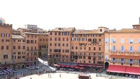 Η άποψη της μεσαιωνικής πόλης της Σιένα στον ανεμιστήρα διαμόρφωσε την κεντρική τετραγωνική πλατεία del Campo απόθεμα βίντεο