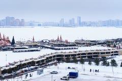 Η άποψη της πόλης και του αναχώματος του ποταμού Kazanka μέσα Στοκ φωτογραφία με δικαίωμα ελεύθερης χρήσης
