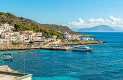 Η άποψη του νησιού Levanzo, είναι η μικρότερη των τριών νησιών Aegadian στη Μεσόγειο της Σικελίας, Ιταλία στοκ εικόνες με δικαίωμα ελεύθερης χρήσης