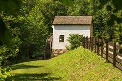 Η άποψη του Waterwheel στο μύλο †αλέσματος Slone's «εξερευνά το πάρκο, Roanoke, Βιρτζίνια, ΗΠΑ στοκ φωτογραφίες