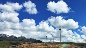 Η άποψη των ανεμόμυλων ηλεκτρικής παραγωγής Qinghai, που βρίσκονται στα βορειοδυτικά της Κίνας στοκ φωτογραφία με δικαίωμα ελεύθερης χρήσης