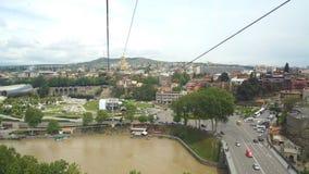 Η άποψη των παλαιών πόλης στεγών και του ποταμού Kura από την κορυφή του Hill Sololaki, Tbilisi, Γεωργία φιλμ μικρού μήκους