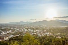Η άποψη χτύπησε το λόφο στο μπλε ουρανό στο phuket Ταϊλάνδη Στοκ φωτογραφία με δικαίωμα ελεύθερης χρήσης