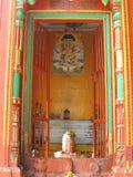 Η λάρνακα οδών Shiva με το βωμό Varanasi Ινδία στοκ εικόνες