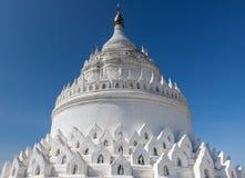 Η άσπρη παγόδα Hsinbyume Mya Thein Dan στοκ φωτογραφίες