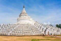 Η άσπρη παγόδα του ναού Paya παγοδών Hsinbyume Mya Thein Dan σε Mingun κοντά στο Mandalay Στοκ φωτογραφία με δικαίωμα ελεύθερης χρήσης