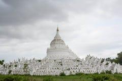 Η άσπρη παγόδα του ναού paya Hsinbyume, Mingun, Mandalay - το Μιανμάρ Στοκ εικόνα με δικαίωμα ελεύθερης χρήσης