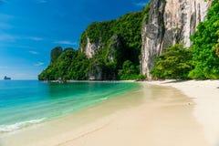 Η άσπρη παραλία άμμου του νησιού της Hong, Ταϊλάνδη στοκ εικόνες