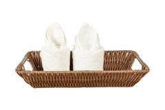 Η άσπρη πετσέτα στο καλάθι για τη SPA απομονώνει το υπόβαθρο Στοκ εικόνα με δικαίωμα ελεύθερης χρήσης