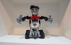 Η έκδοση εκπαίδευσης Lego Mindstorms EV3 είναι η εξάρτηση ρομποτικής τρίτης γενιάς στη γραμμή Lego ` s Mindstorms στοκ εικόνες με δικαίωμα ελεύθερης χρήσης