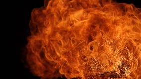 Η έκρηξη σφαιρών πυρκαγιάς, κάμερα υψηλής ταχύτητας, απομόνωσε τη φλόγα πυρκαγιάς στο μαύρο υπόβαθρο φιλμ μικρού μήκους