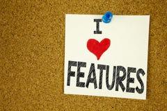 Η έμπνευση τίτλων κειμένων γραψίματος χεριών που παρουσιάζει αγάπη Ι χαρακτηρίζει την έννοια που σημαίνει την αγάπη διαφήμισης δι Στοκ Εικόνες