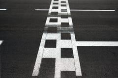 Η έναρξη και τελειώνει το κύκλωμα Grand Prix του Μονακό ασφάλτου γραμμών φυλών στοκ εικόνες με δικαίωμα ελεύθερης χρήσης