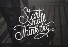 Η έναρξη μικρή σκέφτεται τη μεγάλη έννοια φιλοδοξιών δημιουργικότητας ιδεών Στοκ εικόνα με δικαίωμα ελεύθερης χρήσης