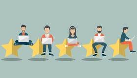 Η έννοια ανατροφοδοτεί, μηνύματα testimonials και ανακοινώσεις Εκτίμηση στην απεικόνιση εξυπηρέτησης πελατών Πέντε μεγάλα αστέρια διανυσματική απεικόνιση