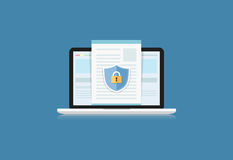 Η έννοια είναι ασφάλεια δεδομένων Ασπίδα στον υπολογιστή γραφείου ή Labtop π υπολογιστών Στοκ φωτογραφία με δικαίωμα ελεύθερης χρήσης