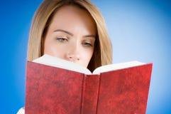 Η έννοια εκπαίδευσης με τα κόκκινα βιβλία κάλυψης Στοκ Εικόνες