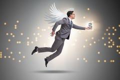 Η έννοια επενδυτών αγγέλου με τον επιχειρηματία με τα φτερά Στοκ Εικόνες