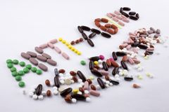 Η έννοια ιατρικής φροντίδας έμπνευσης τίτλων κειμένων γραψίματος χεριών που γράφεται με τη στάση λέξης καψών φαρμάκων χαπιών που  Στοκ Φωτογραφία