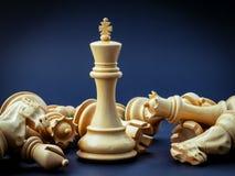 Η έννοια σκακιού σώζει το βασιλιά Στοκ εικόνα με δικαίωμα ελεύθερης χρήσης