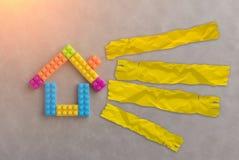 Η έννοια σπιτιών με το πλαστικό εμποδίζει το παιχνίδι Στοκ φωτογραφίες με δικαίωμα ελεύθερης χρήσης