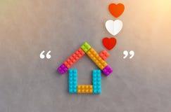 Η έννοια σπιτιών με το πλαστικό εμποδίζει το παιχνίδι jpg Στοκ Φωτογραφίες