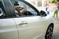 Η έννοια στην κατανάλωση και ο οδηγός προκαλούν ένα ατύχημα Στοκ Εικόνες