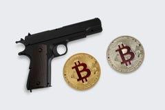 Η έννοια της ασφάλειας bitcoins σε ένα γκρίζο υπόβαθρο Στοκ Εικόνα