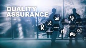 Η έννοια της εξασφάλισης ποιότητας και του αντίκτυπου στις επιχειρήσεις Ποιοτικός έλεγχος Εγγύηση υπηρεσιών r στοκ φωτογραφία