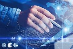Η έννοια του εικονικού διαγράμματος, γραφική παράσταση διασυνδέει, ψηφιακή επίδειξη, συνδέσεις, εικονίδια στατιστικών Αρσενικό χέ Στοκ εικόνες με δικαίωμα ελεύθερης χρήσης