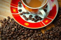 Η έννοια του καφέ σε έναν καφετή ξύλινο πίνακα Στοκ φωτογραφίες με δικαίωμα ελεύθερης χρήσης