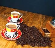 Η έννοια του καφέ σε έναν καφετή ξύλινο πίνακα Στοκ φωτογραφία με δικαίωμα ελεύθερης χρήσης