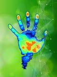 Η έννοια του ψηφιακών προσδιορισμού & της αναγνώρισης - χρωματίστε τη θερμική τυπωμένη ύλη χεριών Στοκ Φωτογραφία