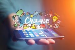 Η έννοια του smartphone εκμετάλλευσης ατόμων με το σε απευθείας σύνδεση τίτλο και Στοκ Εικόνα