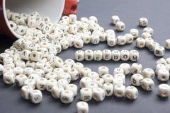 Η λέξη ΕΛΕΥΘΕΡΙΑΣ στο ξύλο εμποδίζει την έννοια Ξύλινο ABC στοκ εικόνες με δικαίωμα ελεύθερης χρήσης